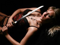 Wallpaper: Girl in Dessous mit Katana/Samurai Schwert