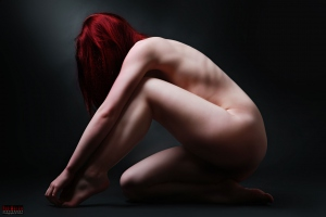 Nude in Red - Aktfotografie