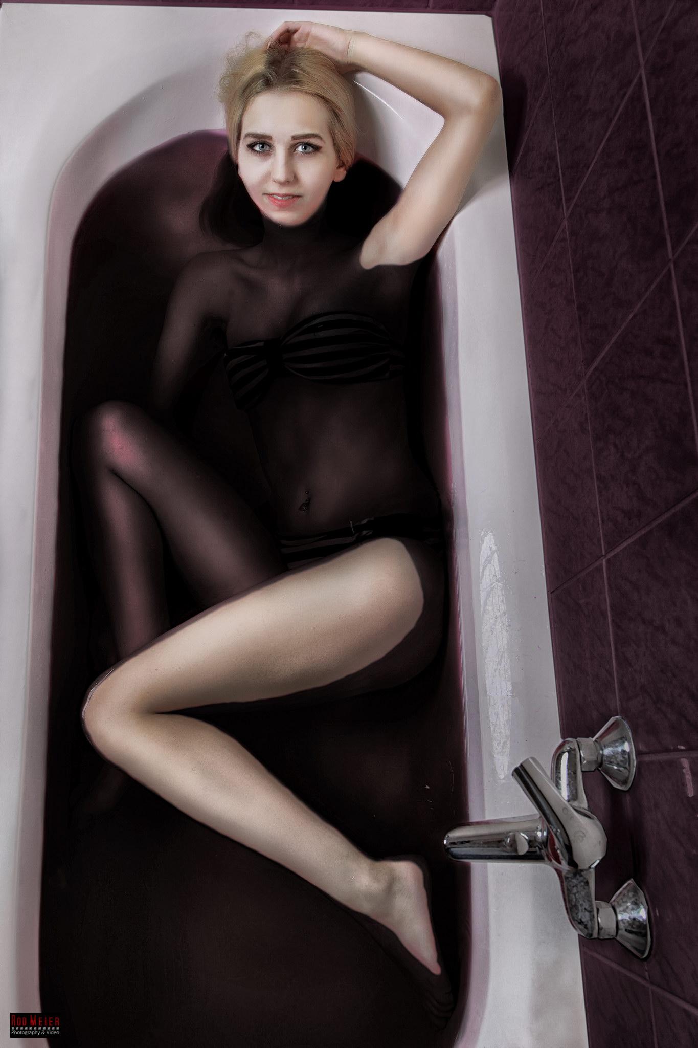 Bathtub - red magenta water