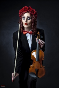 Puppet Girl - Violin and red Roses
