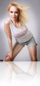 Blondes Girl mit Rod Meier T-Shirt