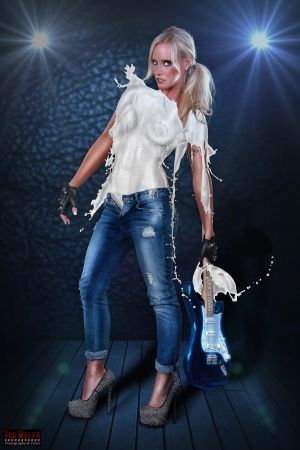Milk Dress - Rockstar Girl mit Flares